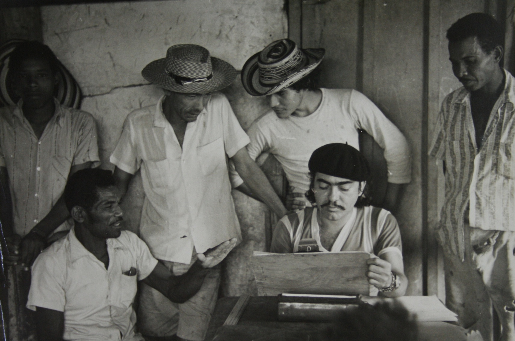 Fals Borda with study group for Felicita Campos, 1973. Coleccion Fotografica, 1946