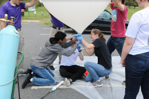 Students_Launch_Balloon